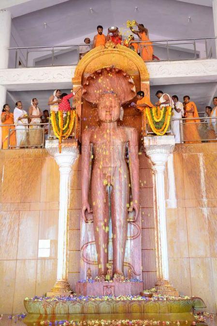 Humcha-Hombuja-Jain-Math-Rathotsava-Day-05-Guddada-Basadi-Parshwanath-Tirthankar-Abhisheka-0016