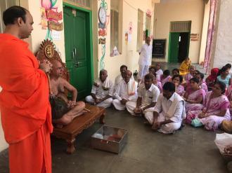 Jain-Muni-Acharya-Sri-Vardhamansagarji-Maharaj-Invited-to-Humcha-Hombuja-by-Deevendrakeerthi-Swamiji-0001