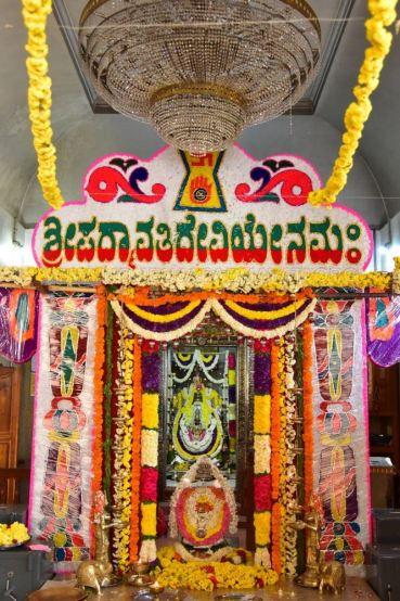 Navaratri-Dasara-Hombuja-Humcha-Jain-Math-2018-Day-01-0009