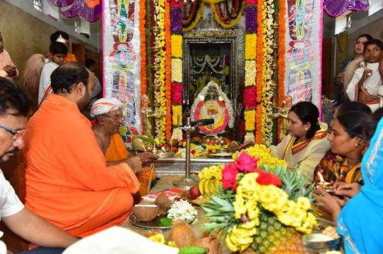 Navaratri-Dasara-Hombuja-Humcha-Jain-Math-2018-Day-01-0012