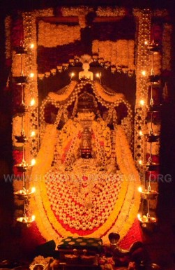 Navaratri-Dasara-Hombuja-Humcha-Jain-Math-2018-Day-02-0010