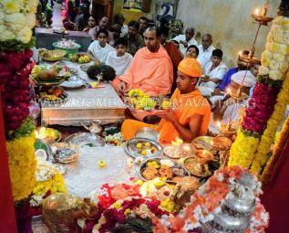 Navaratri-Dasara-Hombuja-Humcha-Jain-Math-2018-Day-05-0032