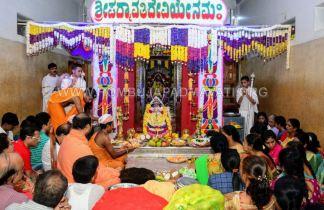 Navaratri-Dasara-Hombuja-Humcha-Jain-Math-2018-Day-09-0017