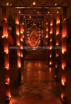 Hombuja-Humcha-Jain-Math-Parshwanath-Padmavati-Laksha-Deepotsava-2018-Day-03-0013A