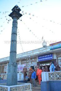 Acharya-Vardhamansagarji-Maharaj-Hombuja-Jain-Temples-Darshan-0005