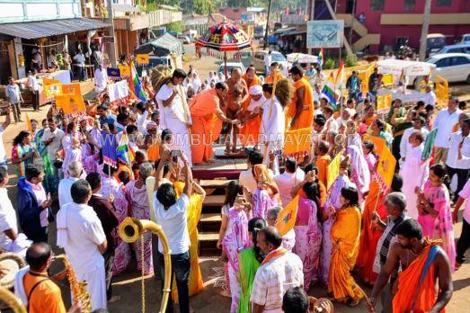 Acharya-Vardhamansagarji-Maharaj-Muni-Sangh-Hombuja-Jain-Math-Mangala-Pravesha-0020