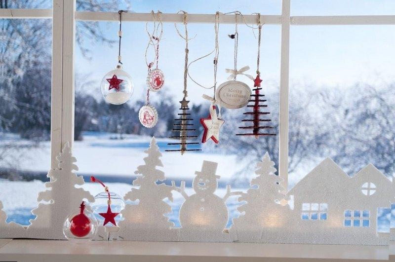 новогодняя инсталляция на окне с пенопласта