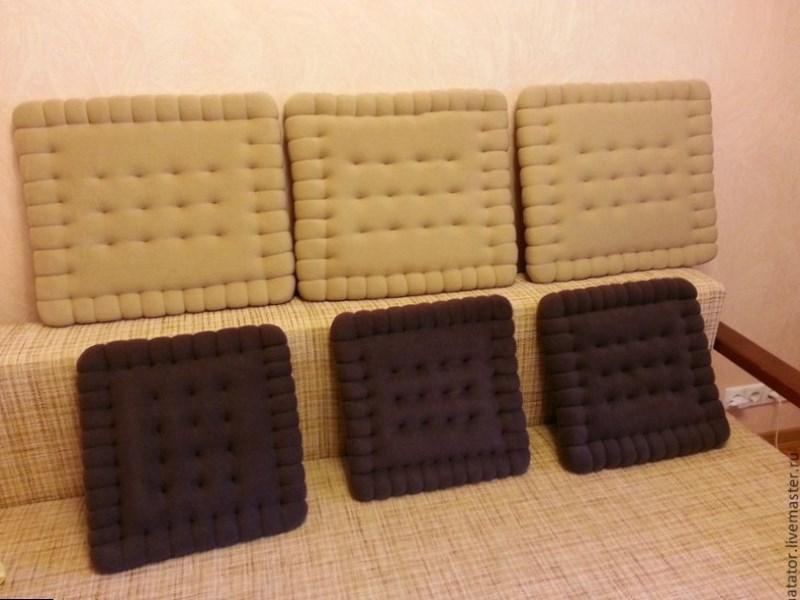 Декоративные подушки печенье для дивана