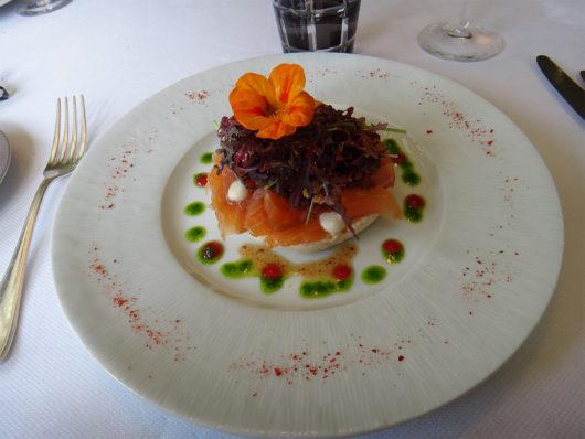 シャブリのレストラン 前菜サーモン