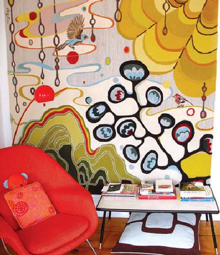 яркие стены в комнате