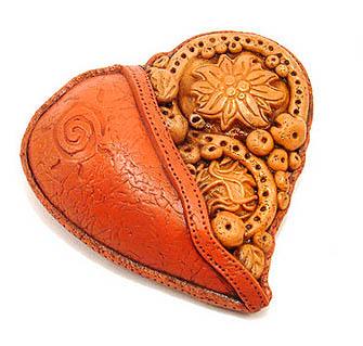 сердце-кулон из пластики