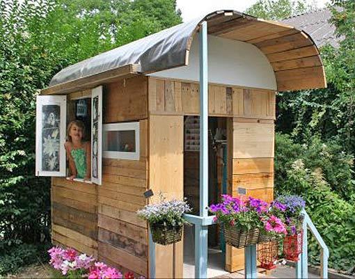 детский домик на даче