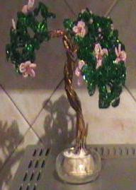 Дерево с цветами из бисера