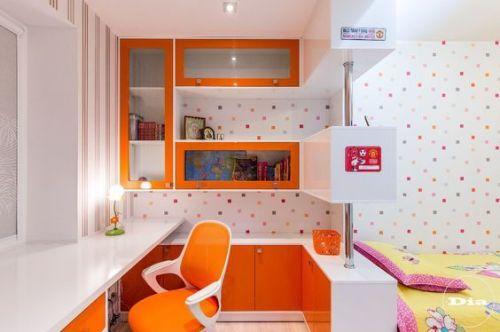 Рабочее место в детской комнате - оранжевая идея