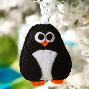 Новогодняя игрушка пингвин из фетра
