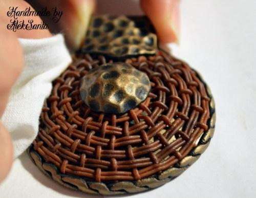 Техника кругового плетения из пластики 13