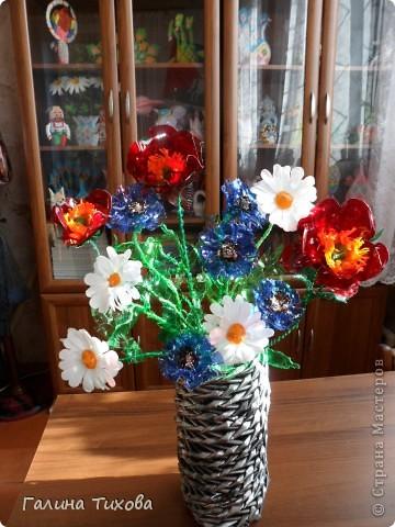 Цветы ромашки из пластиковых бутылок