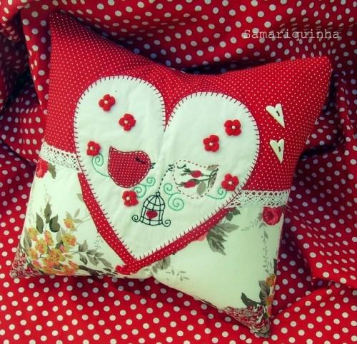 Подушка с сердечком ко дню святого Валентина