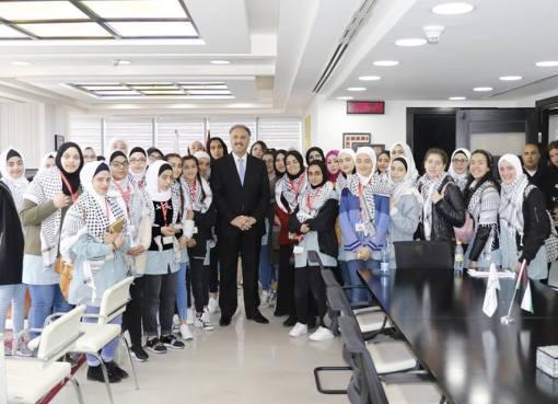 عساف يستقبل طالبات مدرسة الشهيد أبو علي إياد في قلقيلية