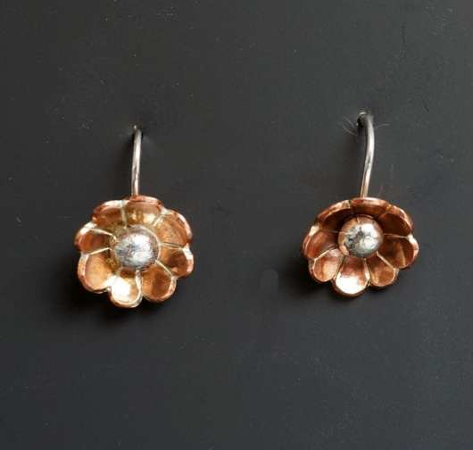 Decontie and Brown flower earrings