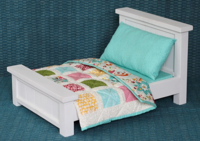 Doll Bed With Bedding Patchwork Quilt