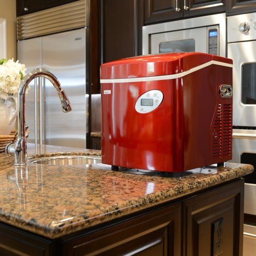 Portable countertop ice maker in RED!  This ice machine works SO well!