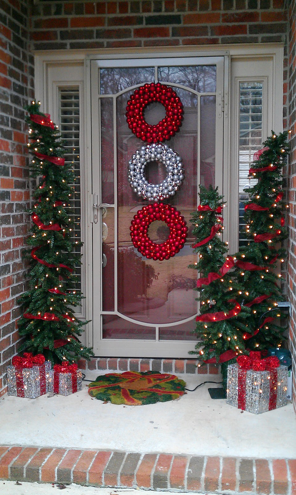 50 Best Outdoor Christmas Decorations for 2020 on Lawn Decorating Ideas  id=54181