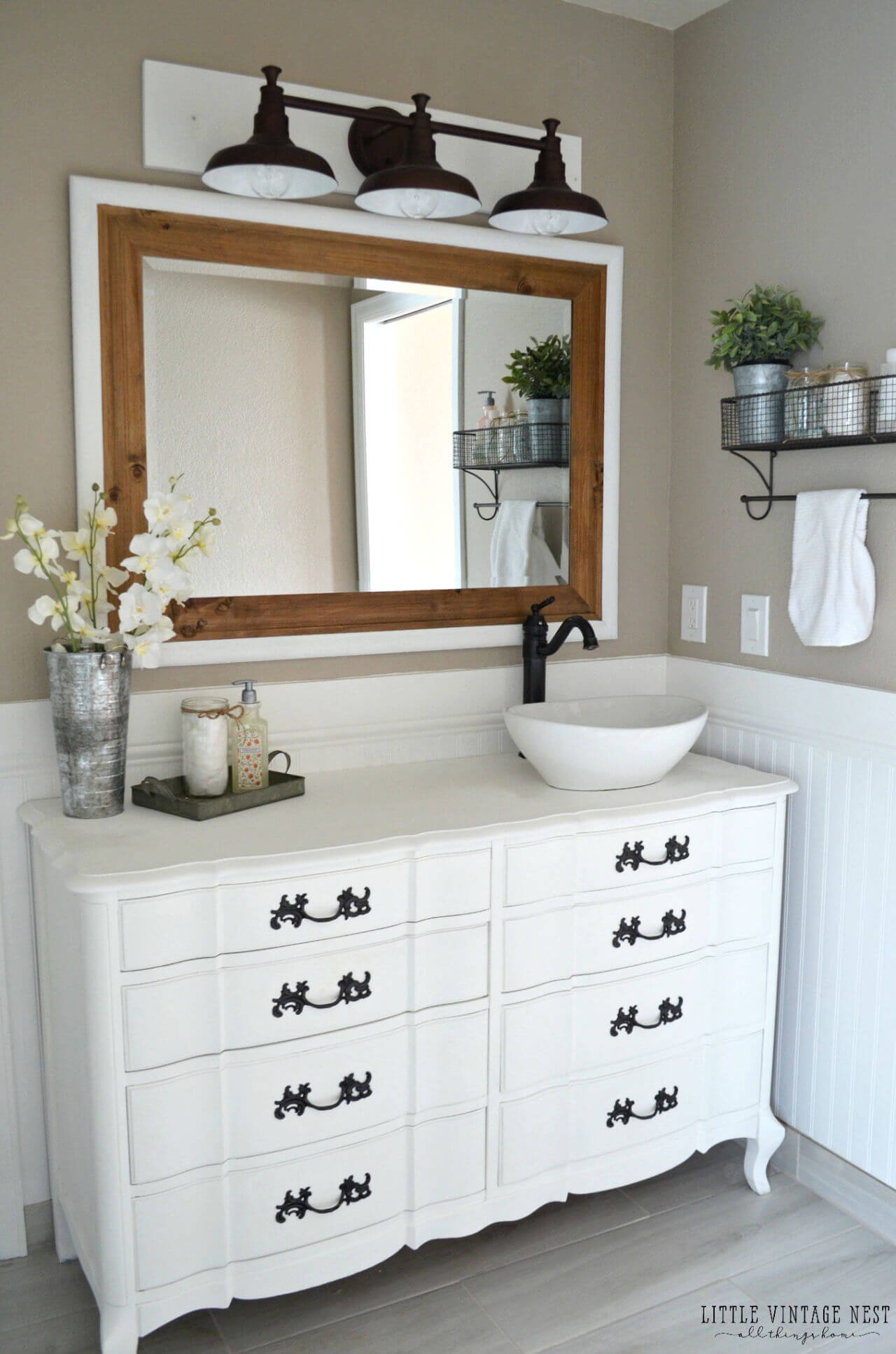 32 Best Small Bathroom Design Ideas and Decorations for 2020 on Bathroom Ideas For Small Space  id=65945