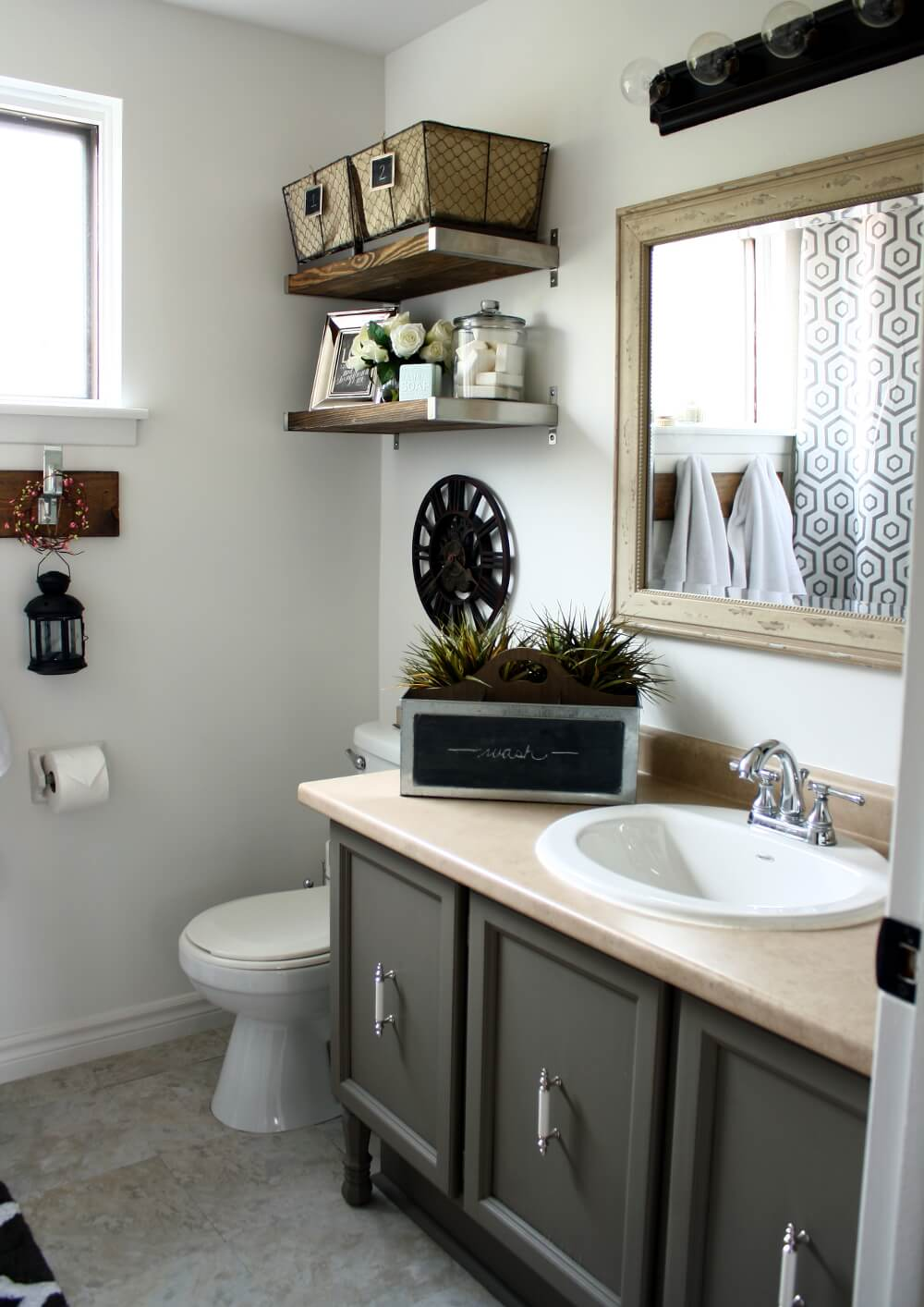 32 Best Small Bathroom Design Ideas and Decorations for 2020 on Bathroom Ideas Small  id=50856