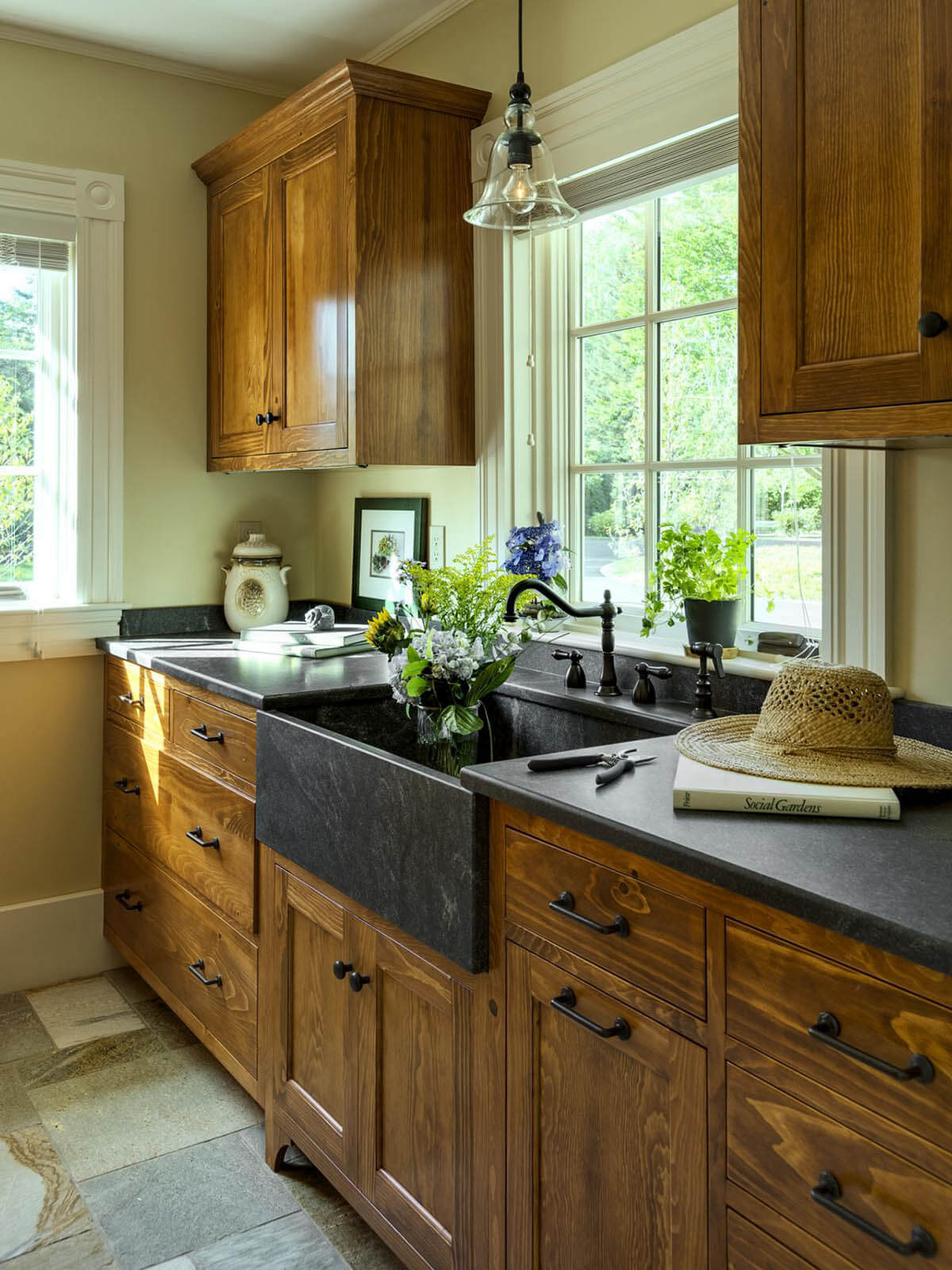 27 Best Rustic Kitchen Cabinet Ideas and Designs for 2020 on Rustic:mophcifcrpe= Cottage Kitchen Ideas  id=88279