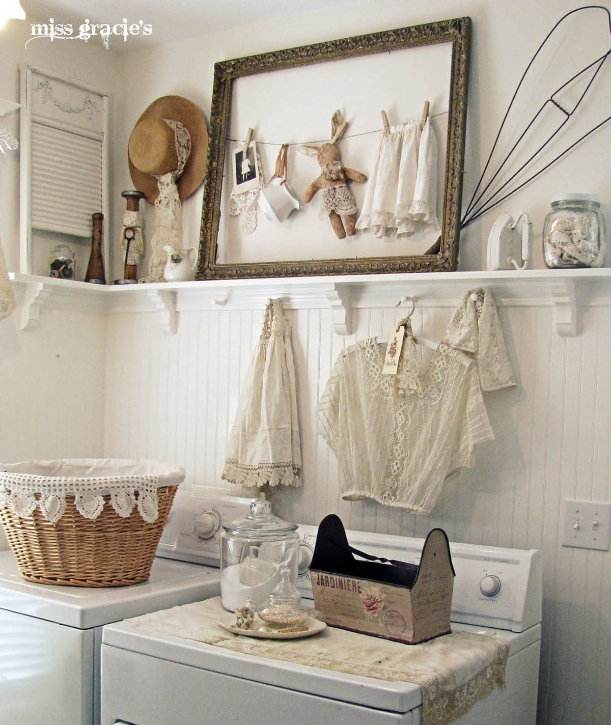 25 Best Vintage Laundry Room Decor Ideas and Designs for 2020 on Laundry Decoration  id=21240