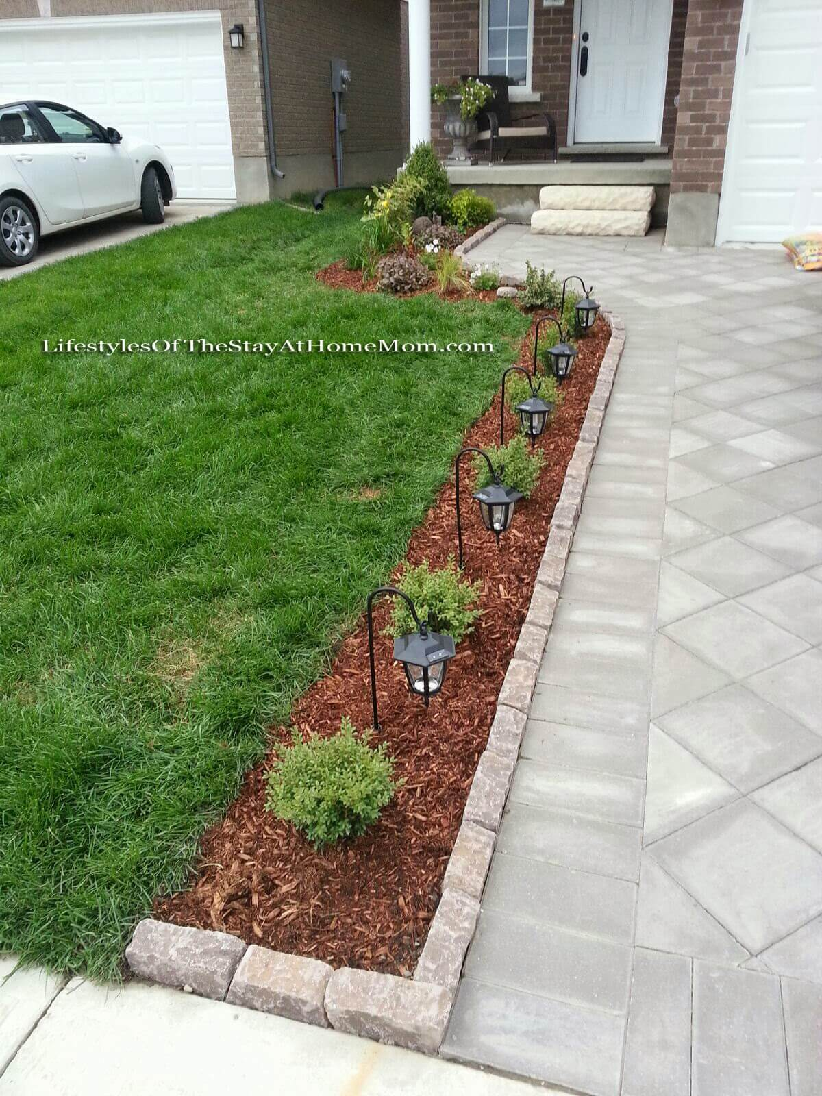 50 Best Front Yard Landscaping Ideas and Garden Designs ... on Patio And Grass Garden Ideas id=61998