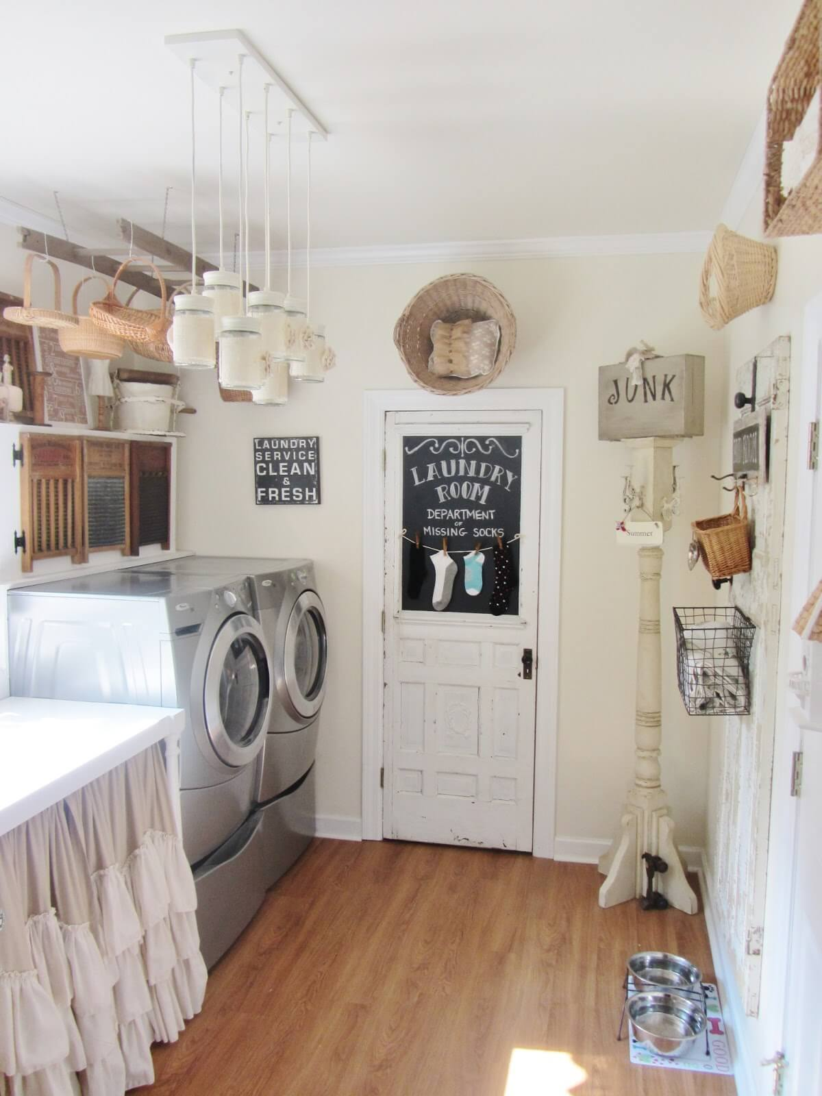 25 Best Vintage Laundry Room Decor Ideas and Designs for 2020 on Laundry Room Decor  id=29239