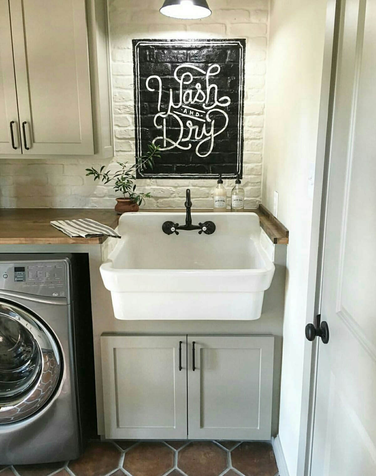 25 Best Vintage Laundry Room Decor Ideas and Designs for 2020 on Laundry Decoration  id=20076