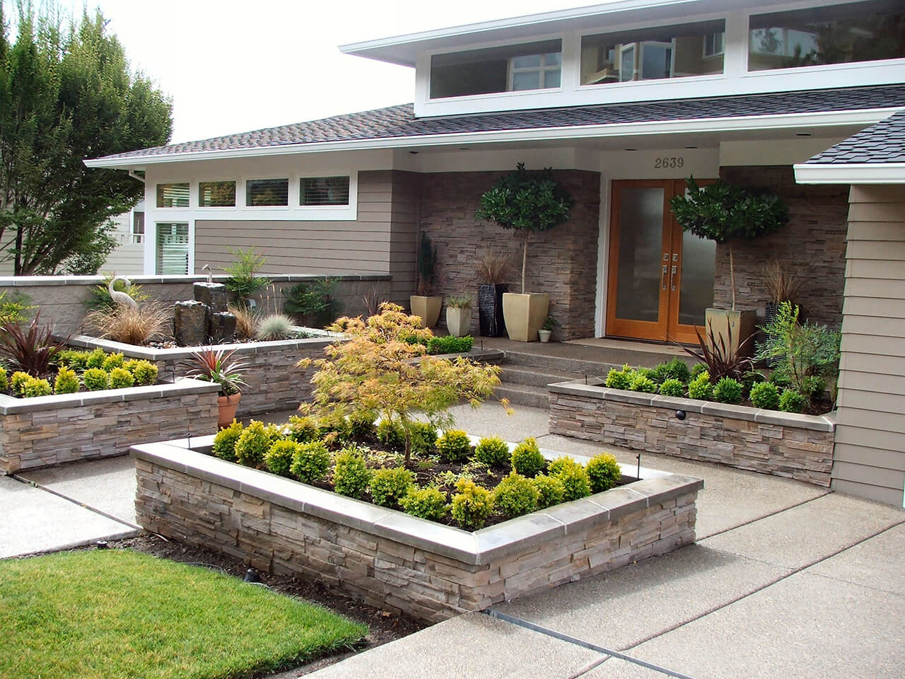 50 Best Front Yard Landscaping Ideas and Garden Designs ... on Patio And Grass Garden Ideas id=64805