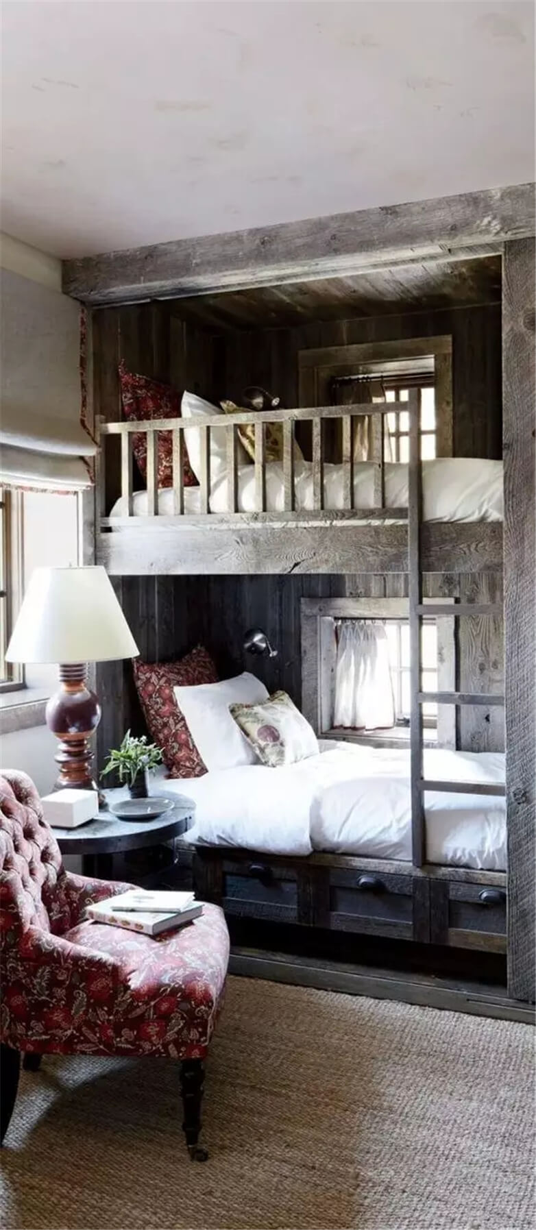 37 Best Small Bedroom Ideas and Designs for 2020 on Ideas For Small Rooms  id=45923