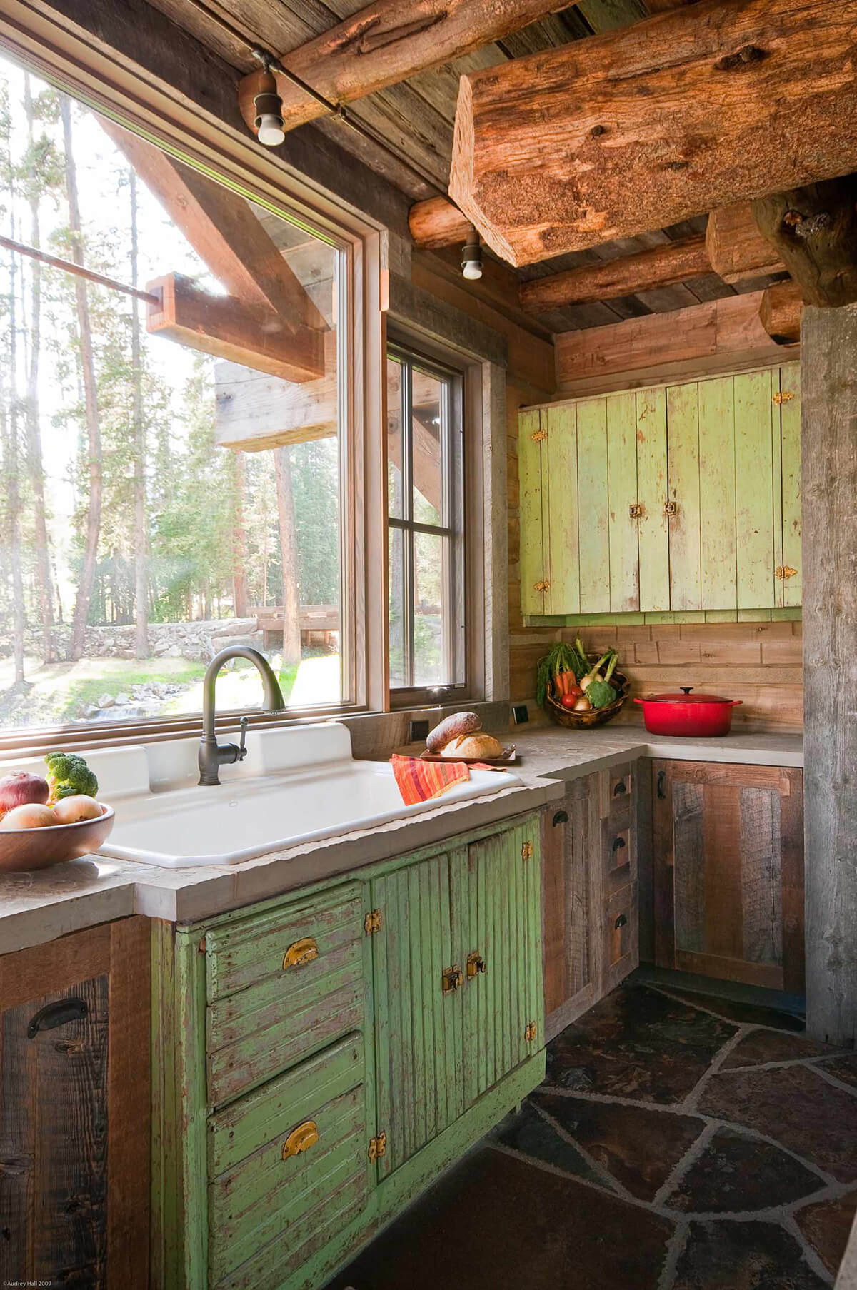 35 Best Farmhouse Kitchen Cabinet Ideas and Designs for 2020 on Farmhouse Kitchen Counter Decor Ideas  id=26317