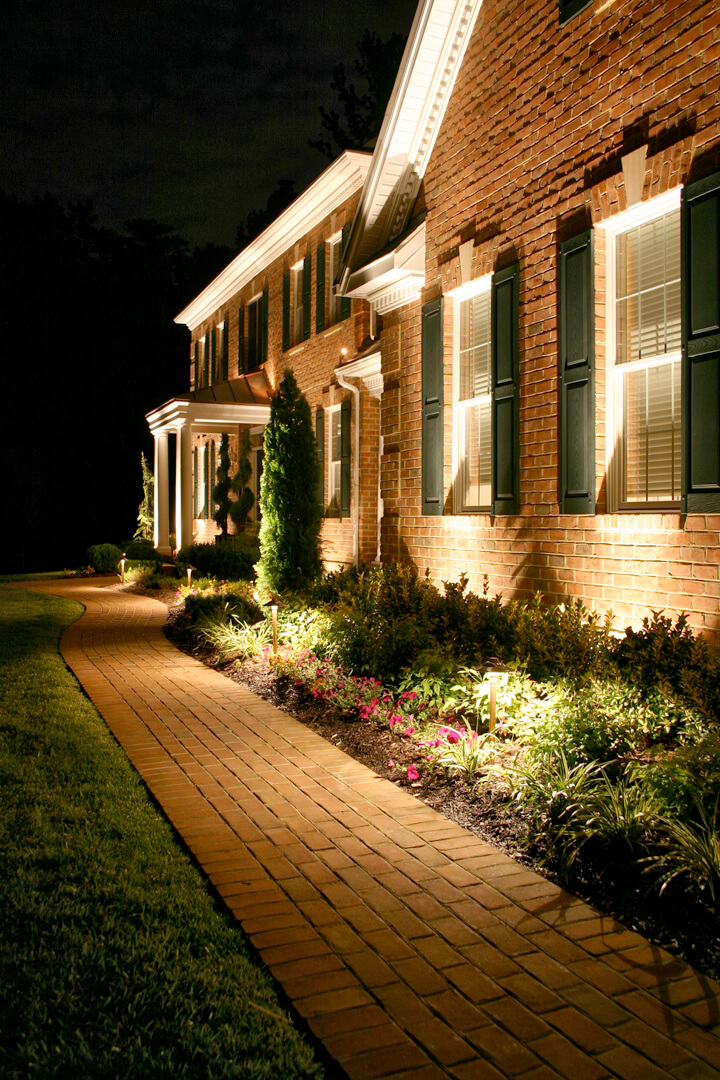 25 best landscape lighting ideas and designs for 2020 Front Lawn Lighting Ideas id=71563