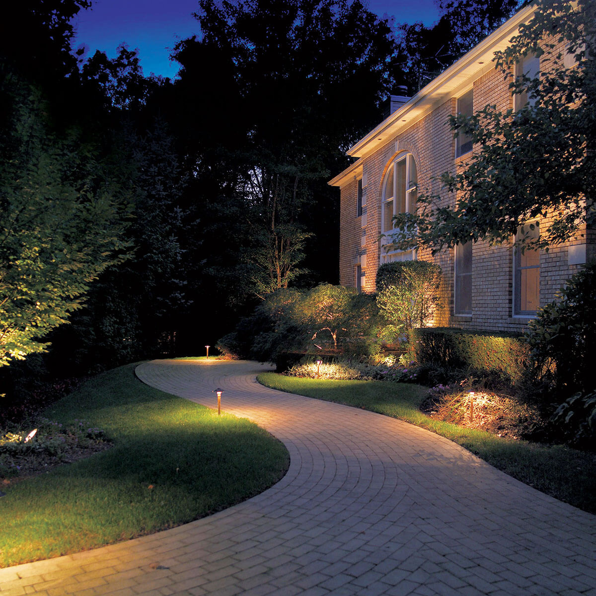25 best landscape lighting ideas and designs for 2020 Front Lawn Lighting Ideas id=46924