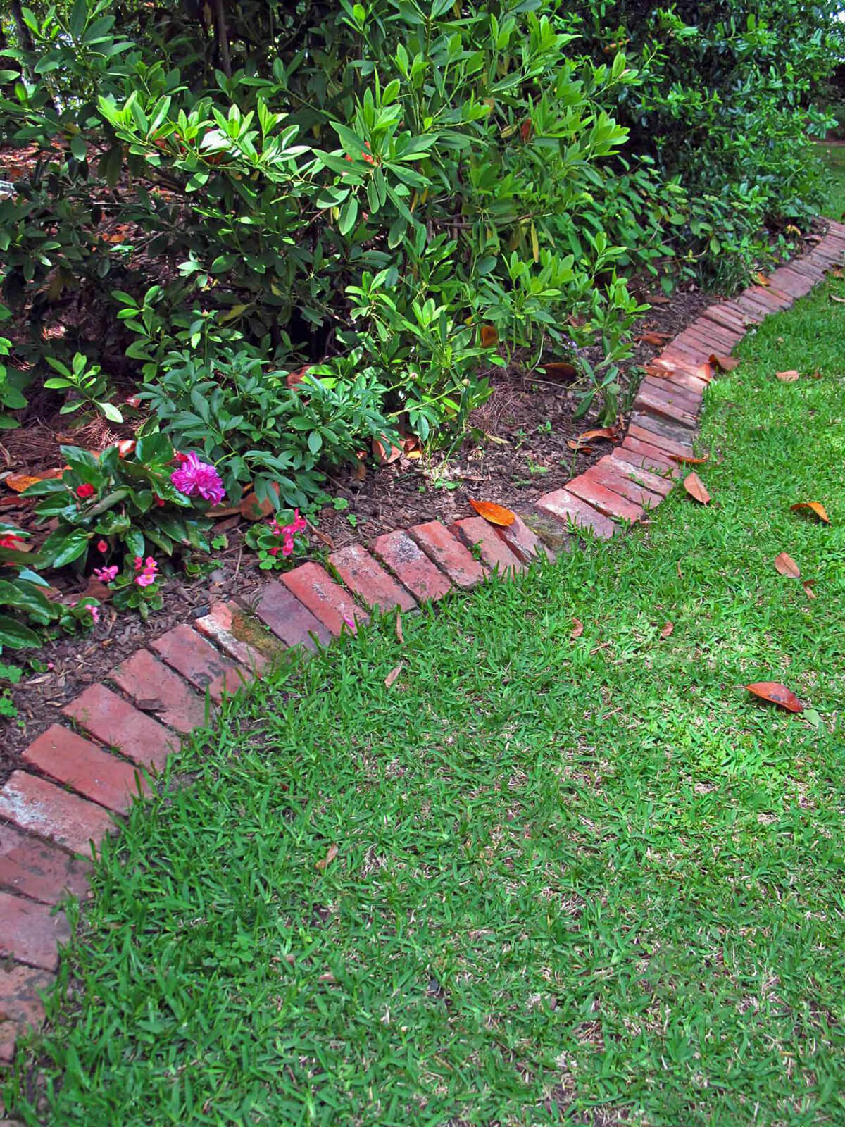 25+ Best Lawn-Edging Ideas and Designs for 2020 on Backyard Border Ideas  id=14912