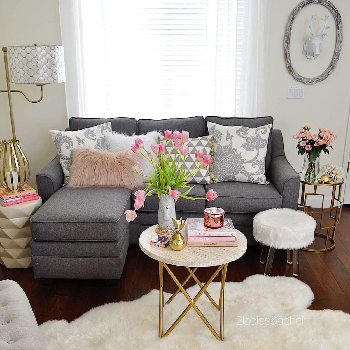 25+ Best Small Living Room Decor and Design Ideas for 2020 on Small Living Room Decorating Ideas  id=53250