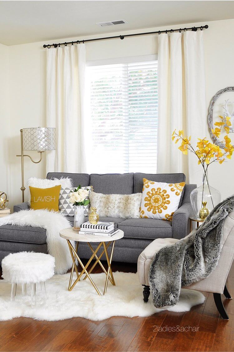 25+ Best Small Living Room Decor and Design Ideas for 2020 on Room Decorating Ideas  id=92807