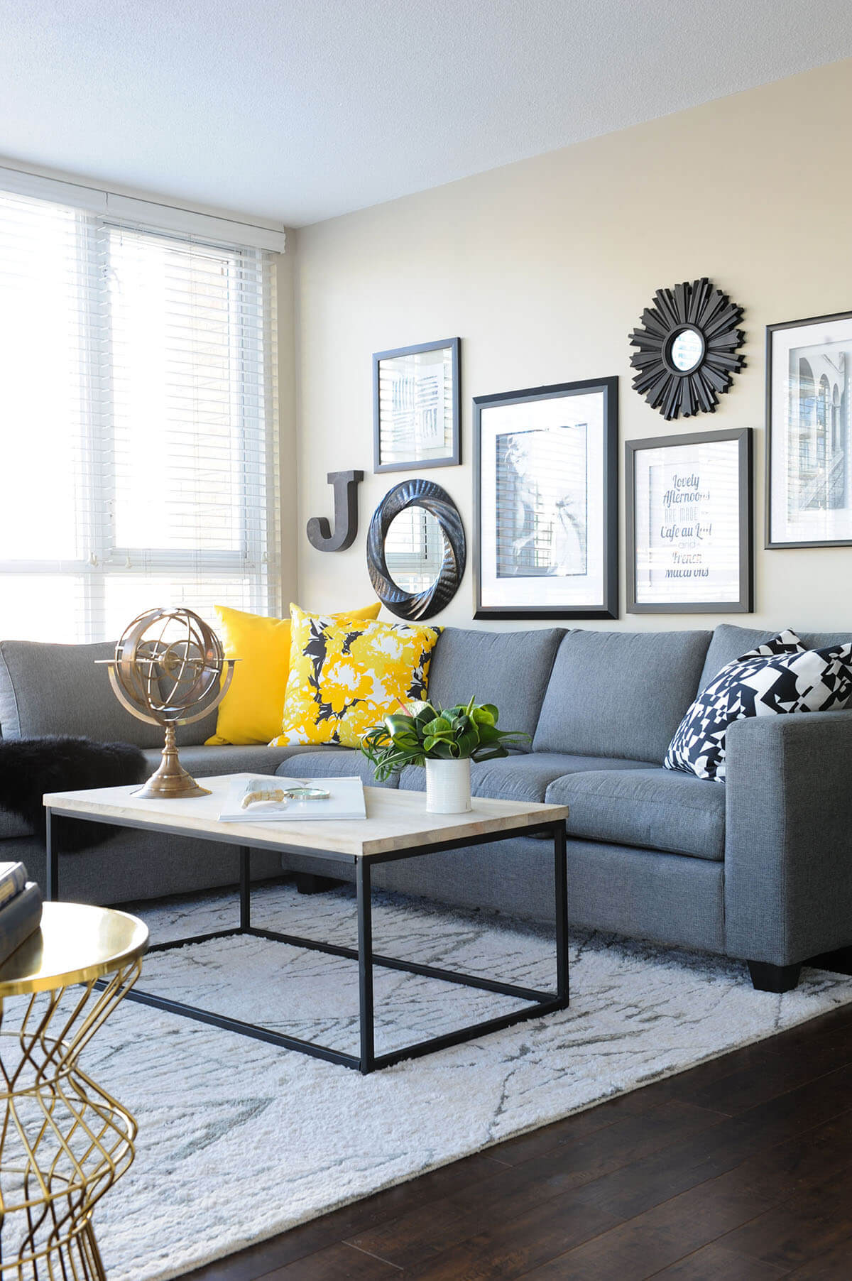 25+ Best Small Living Room Decor and Design Ideas for 2020 on Small Living Room Decorating Ideas  id=70596