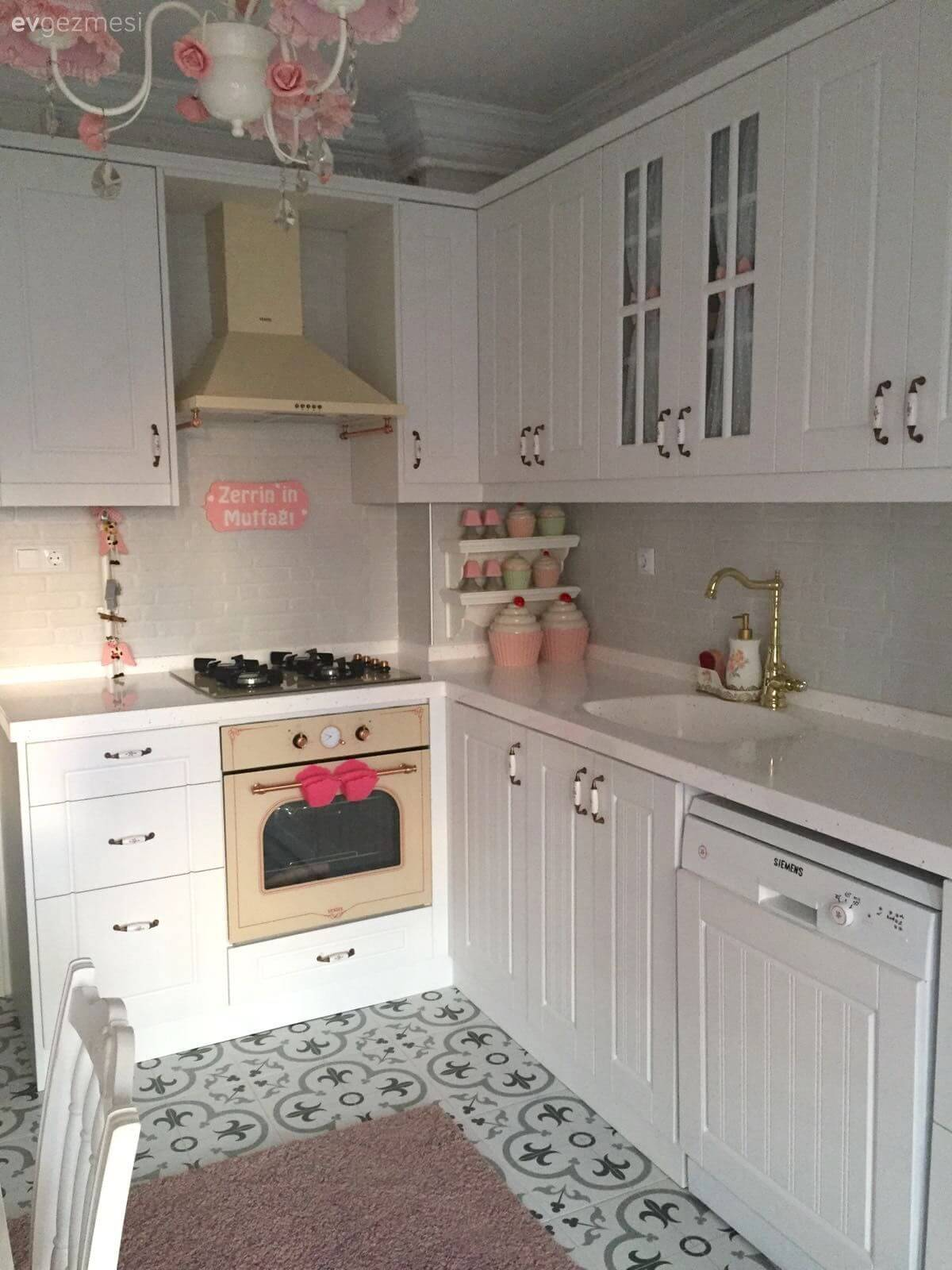30 Best Small Kitchen Decor and Design Ideas for 2020 on Best Small Kitchens  id=47924