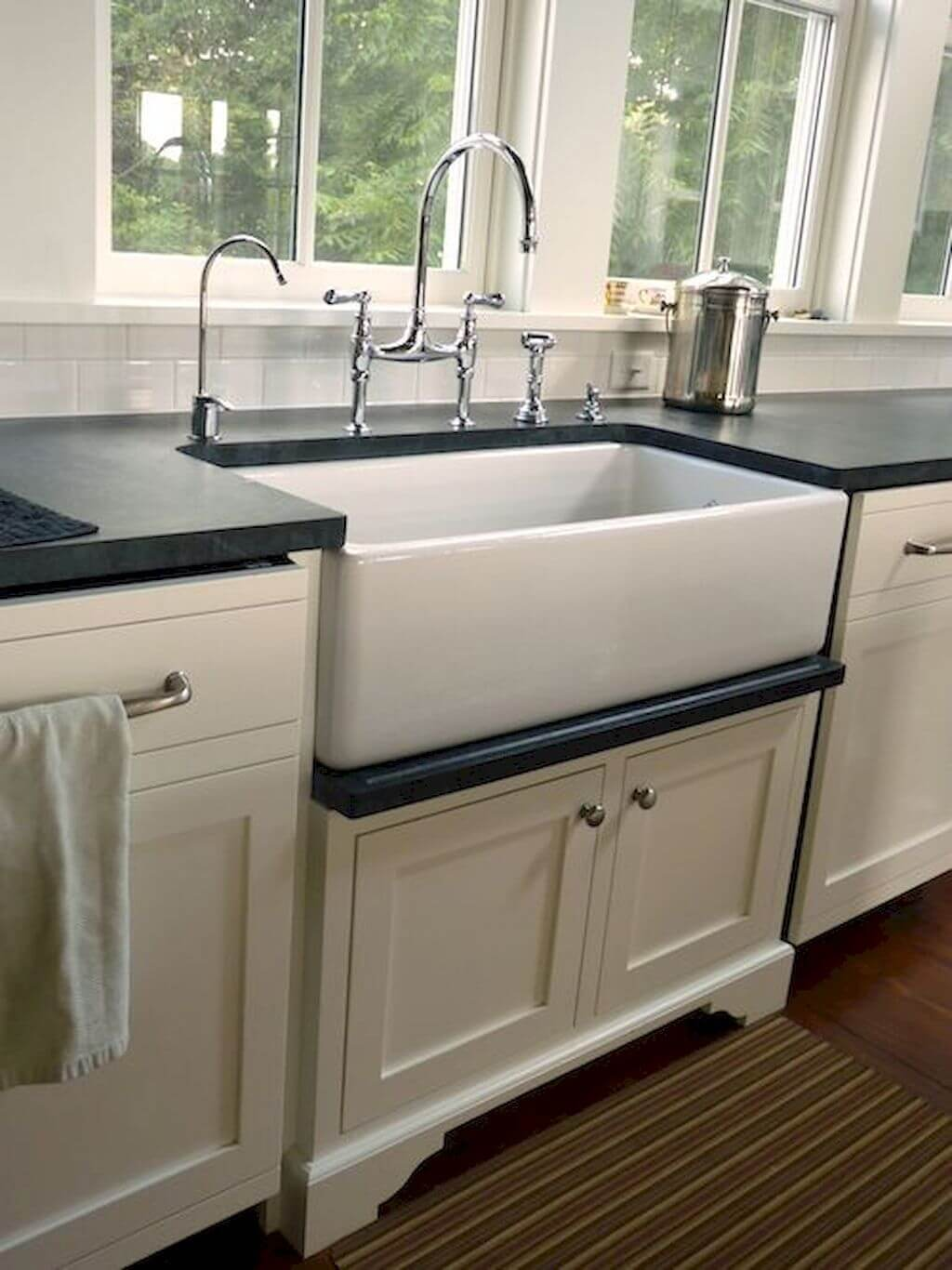 26 farmhouse kitchen sink ideas and designs for 2020 on kitchens with farmhouse sinks id=34446