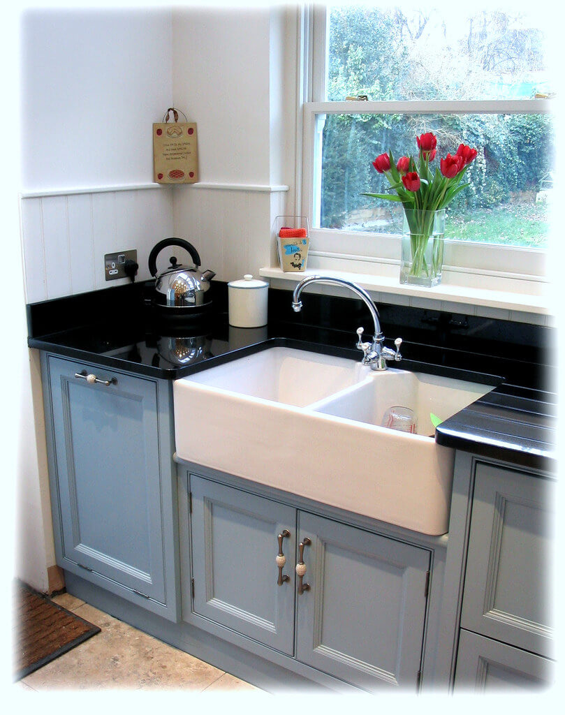 26 farmhouse kitchen sink ideas and designs for 2020 on kitchens with farmhouse sinks id=30125