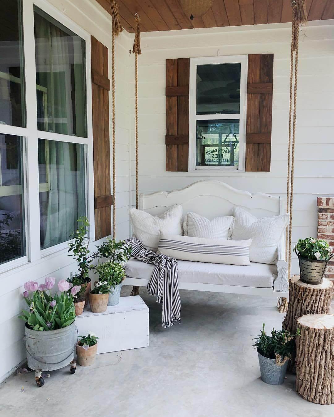 17 Best Farmhouse Outdoor Decor Ideas and Designs for 2020 on Farmhouse Yard Ideas id=77492