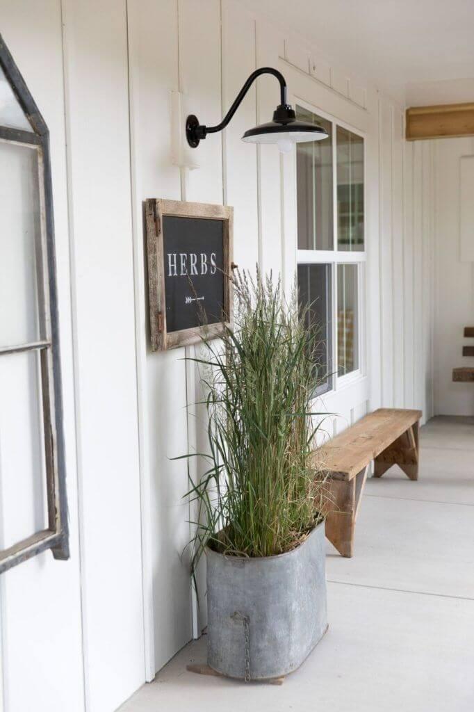 17 Best Farmhouse Outdoor Decor Ideas and Designs for 2020 on Farmhouse Yard Ideas id=26219