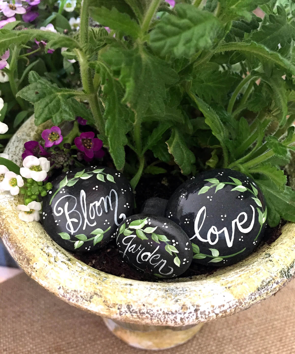 21 Best River Rock and Stone Garden Decorating Ideas for 2020 on Rock Decorating Ideas  id=45597