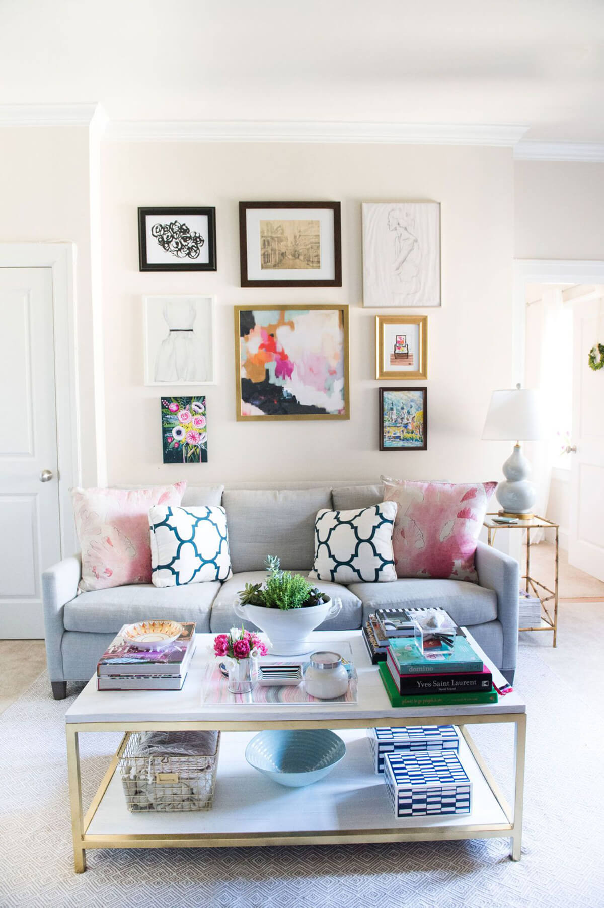 20 Best Small Apartment Living Room Decor and Design Ideas ... on Small Living Room Decorating Ideas  id=63522